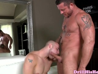 Powerful Hunk Is Giving Blowjob