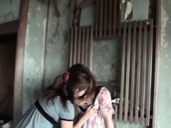 Peeing Asian Ho Rubs Cunt