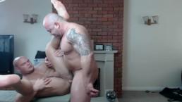 TATTOOED MUSCLE DADDY FUCKS HIS MUSCLE JOCK